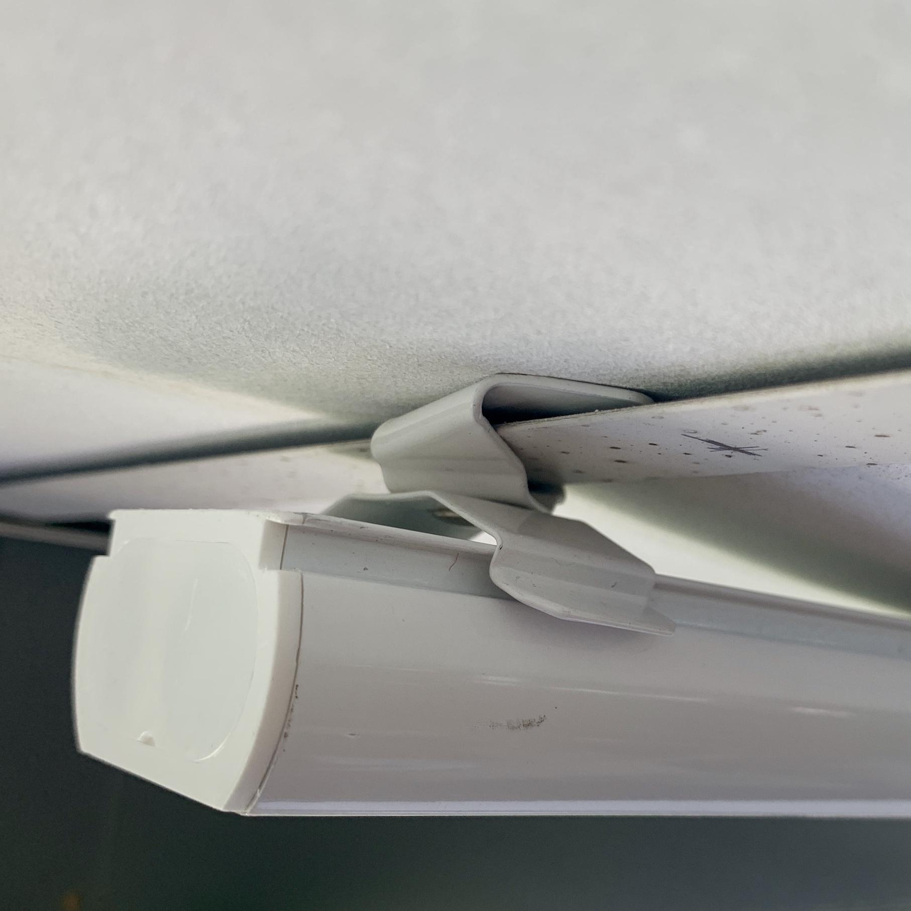 Klip otočný-vertikální žaluzie na konstrukci podhledu