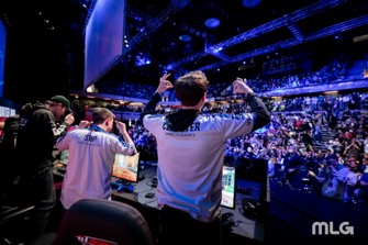 Simp and Clayster celebrating a series win with the fans at CWL London