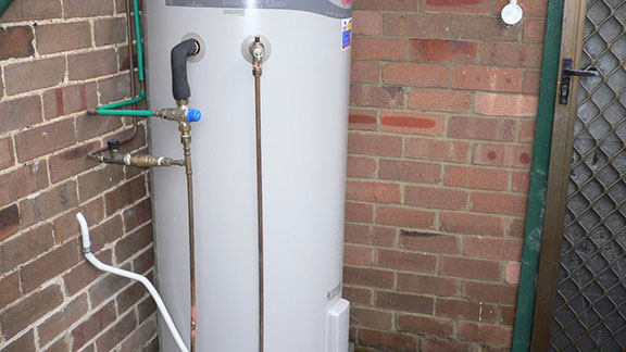 Storage hot water system