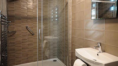 One of the en-suite bathrooms at Barr na Sraide