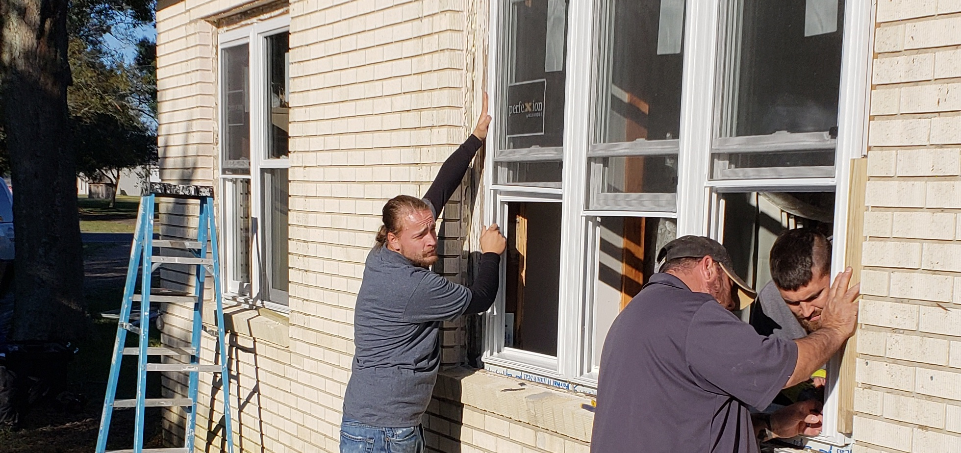 call M&M widndow solutions today for proper fitting windows