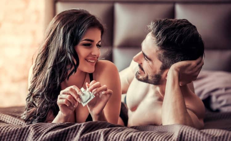 sử dụng bao cao su khi quan hệ lần đầu