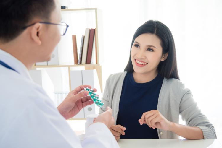 Tại sao bạn bị ngứa cổ họng và làm sao để giảm ngứa?