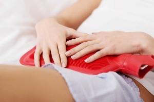 Cách chữa đau bụng kinh dữ dội bằng việc chườm ấm
