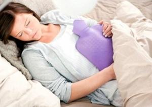 Chữa đau bụng kinh tức thời tại nhà bằng cách giữ ấm cơ thể
