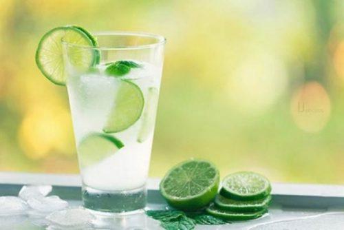 Nước chanh - Thức uống người bị gout nên dùng