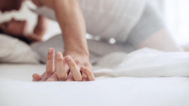 Hình ảnh tình dục không an toàn lây lan bệnh sùi mào gà
