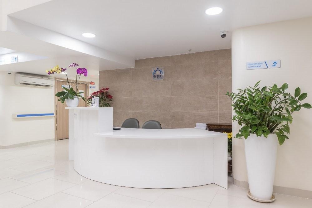 sảnh lớn bệnh viện Mỹ Đức Phú Nhuận