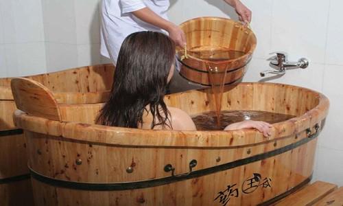 Bệnh thủy đậu có được tắm không, tắm lá nước gì nhanh khỏi?