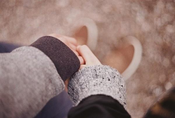 hình nắm tay người yêu