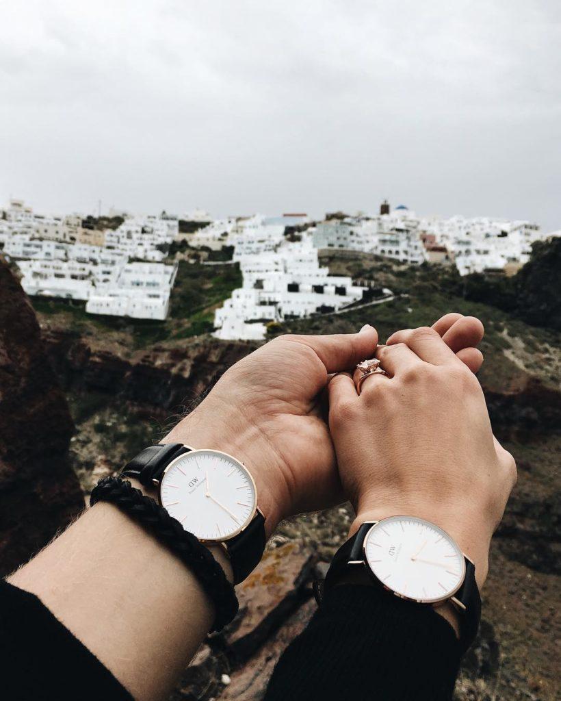 Ảnh nắm tay đồng hồ đôi