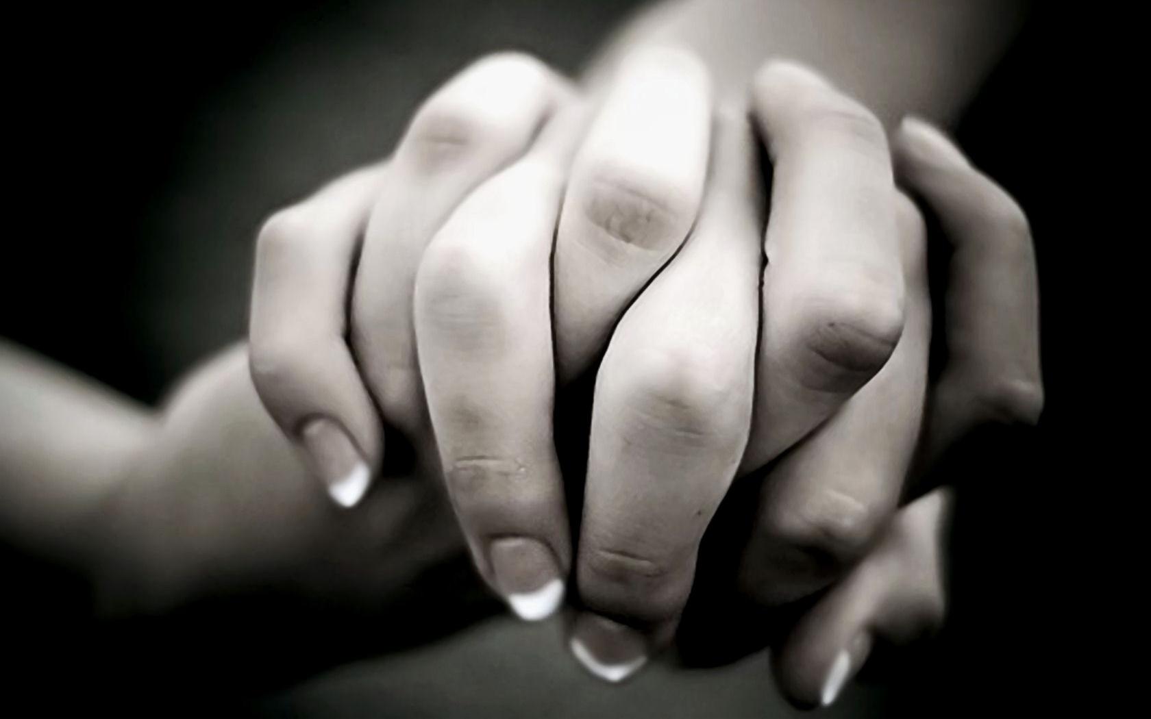 Hình ảnh anh nắm tay em tay đan tay