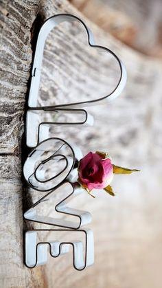 DON'T WAIT...LIFE GOES FASTER THAN YOU THINK Ảnh Tình Yêu, Lời Trích Về Tranh Tường