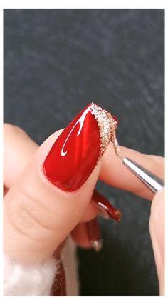 RED & GLITTER NAIL DESIGN 😍 #red #nails #glitter #rednailsglitter Thiết Kế Móng Acrylic, Móng Tay Mùa Hè, Móng Tay Vàng, Móng Xanh Lam, Móng Bling, Móng Tay Dài, Cắt Tỉa Móng, Nghệ Thuật Sơn Móng Tay Nhũ, Hình Ảnh