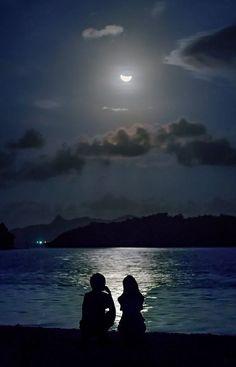 ★ mine is the night, with all her stars ★ — Love is all that remains after you are no longer... Cặp Đôi Hoạt Hình, Hình Các Cặp Đôi, Chụp Ảnh Phong Cảnh, Ảnh Tình Yêu, Lãng Mạn, Bầu Trời Đêm, Nhiếp Ảnh Thiên Nhiên