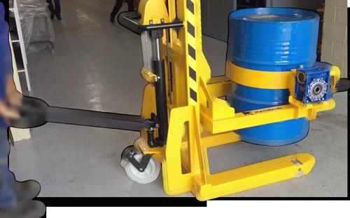Sistema hidráulico para içamento do tambor que possui alavanca ergonômica com controle total pelo operador.