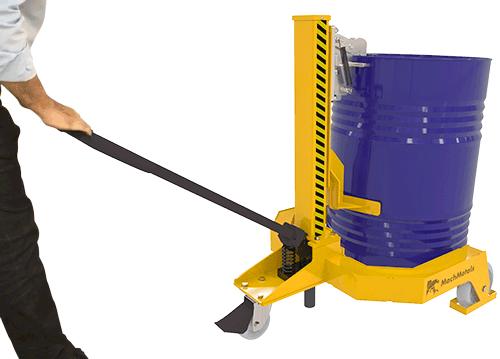 Este modelo trabalha com um sistema hidráulico que possui alavanca ergonômica com controle total pelo operador.
