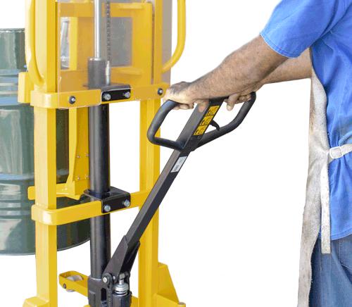 Sistema hidráulico que possui alavanca ergonômica com controle total pelo operador.