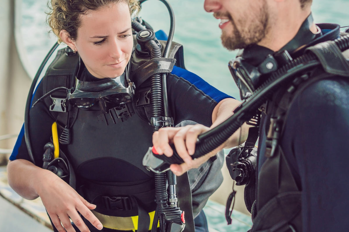 Dive buddy gear checking