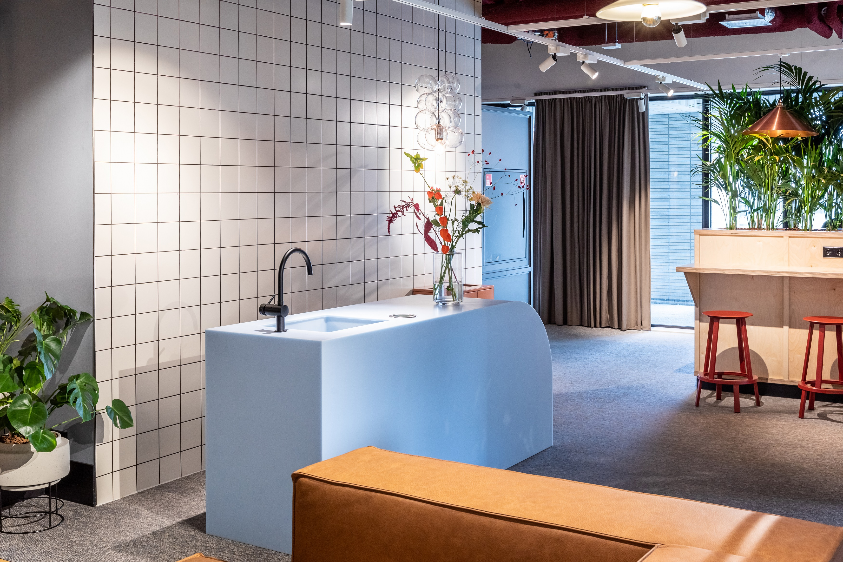 OurDomain Amsterdam Diemen lounge with sink