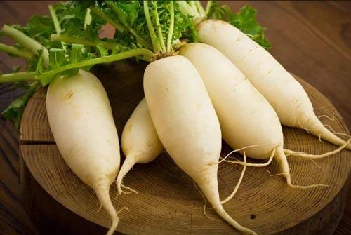 Trị mồ hôi nách bằng củ cải trắng