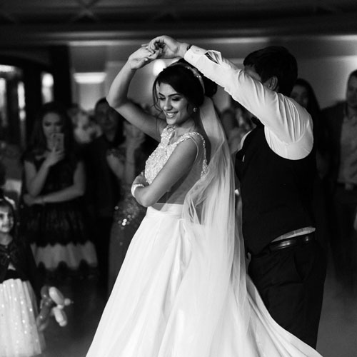 beautiful couple enjoying the romantic wedding dancing