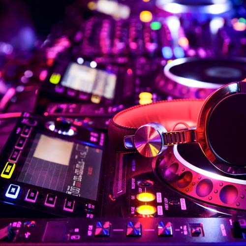 cost of a wedding dj can be due to expensive equipment like this