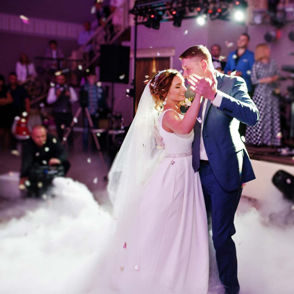 a couple dancing to the music of a perth wedding DJ