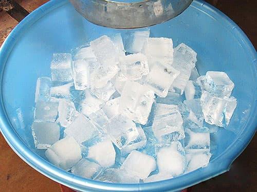 Chữa trĩ ngoại tại nhà bằng đá lạnh