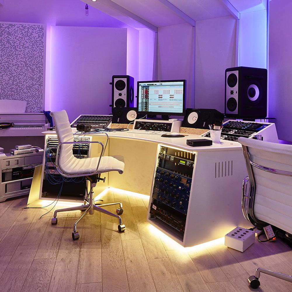 R&W sound audio visual DJ Installation