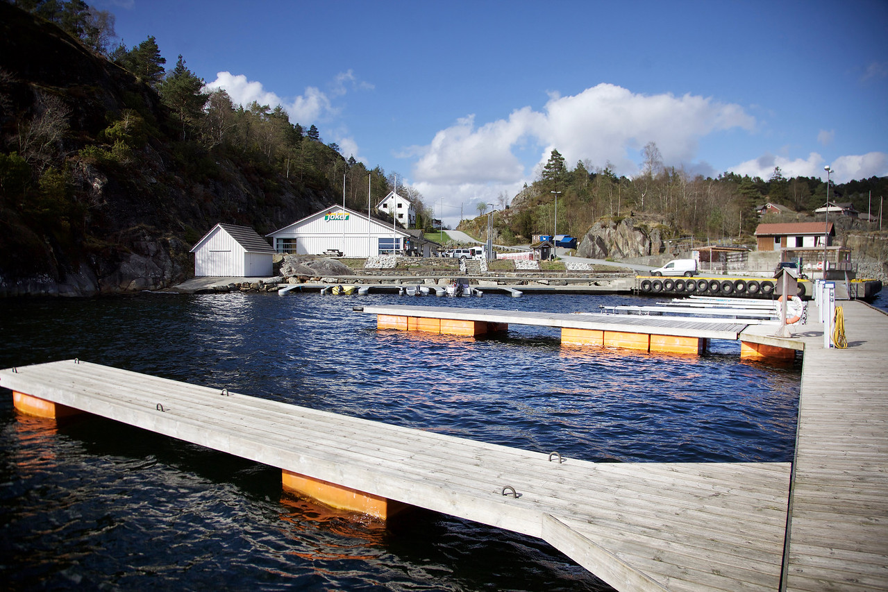 Kai og båthamn på Vatlandsvåg