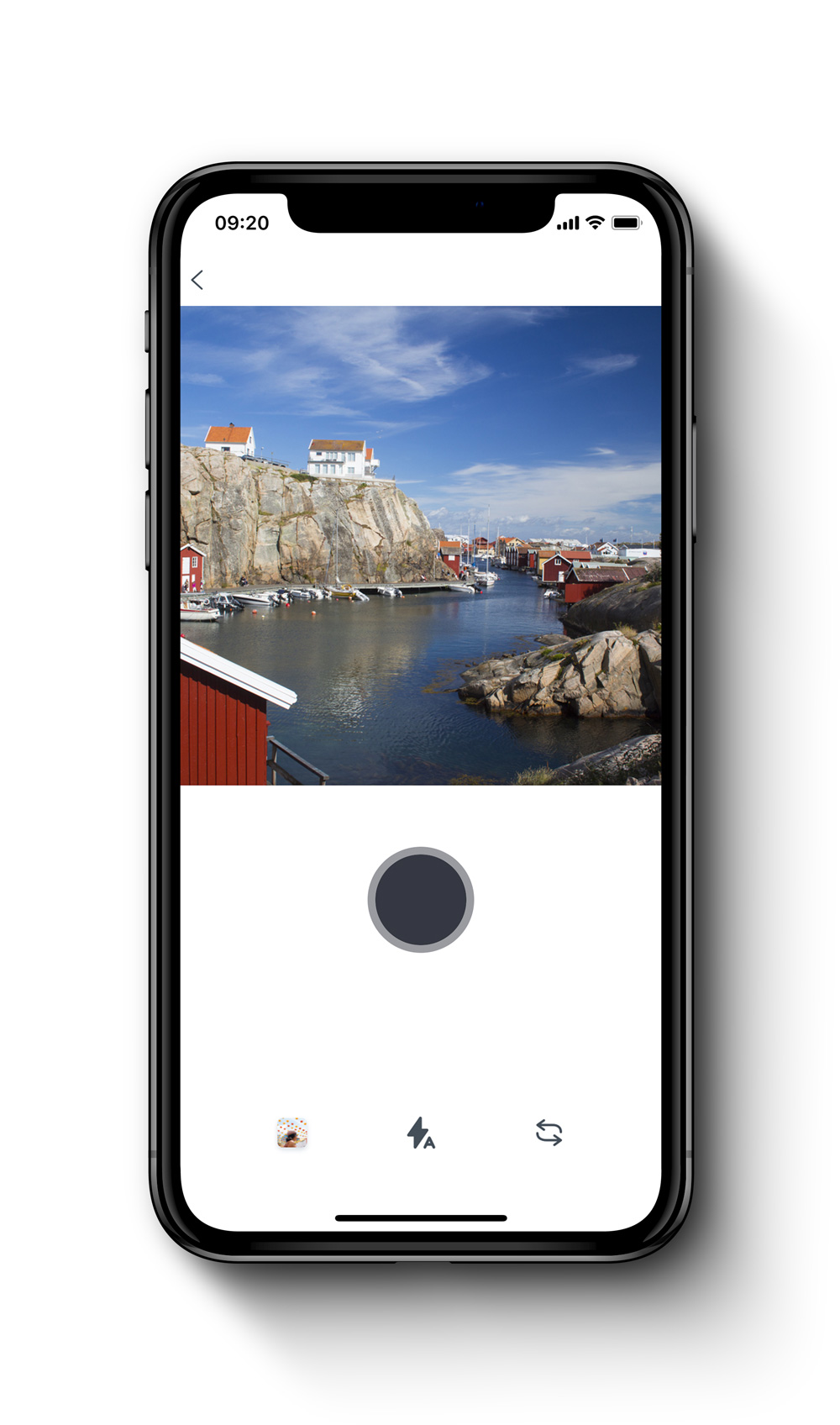 This mockup shows one of the key features of the xuuluux app. Choose photos in the xuuluux app from the feed, your own library or take one with your camera