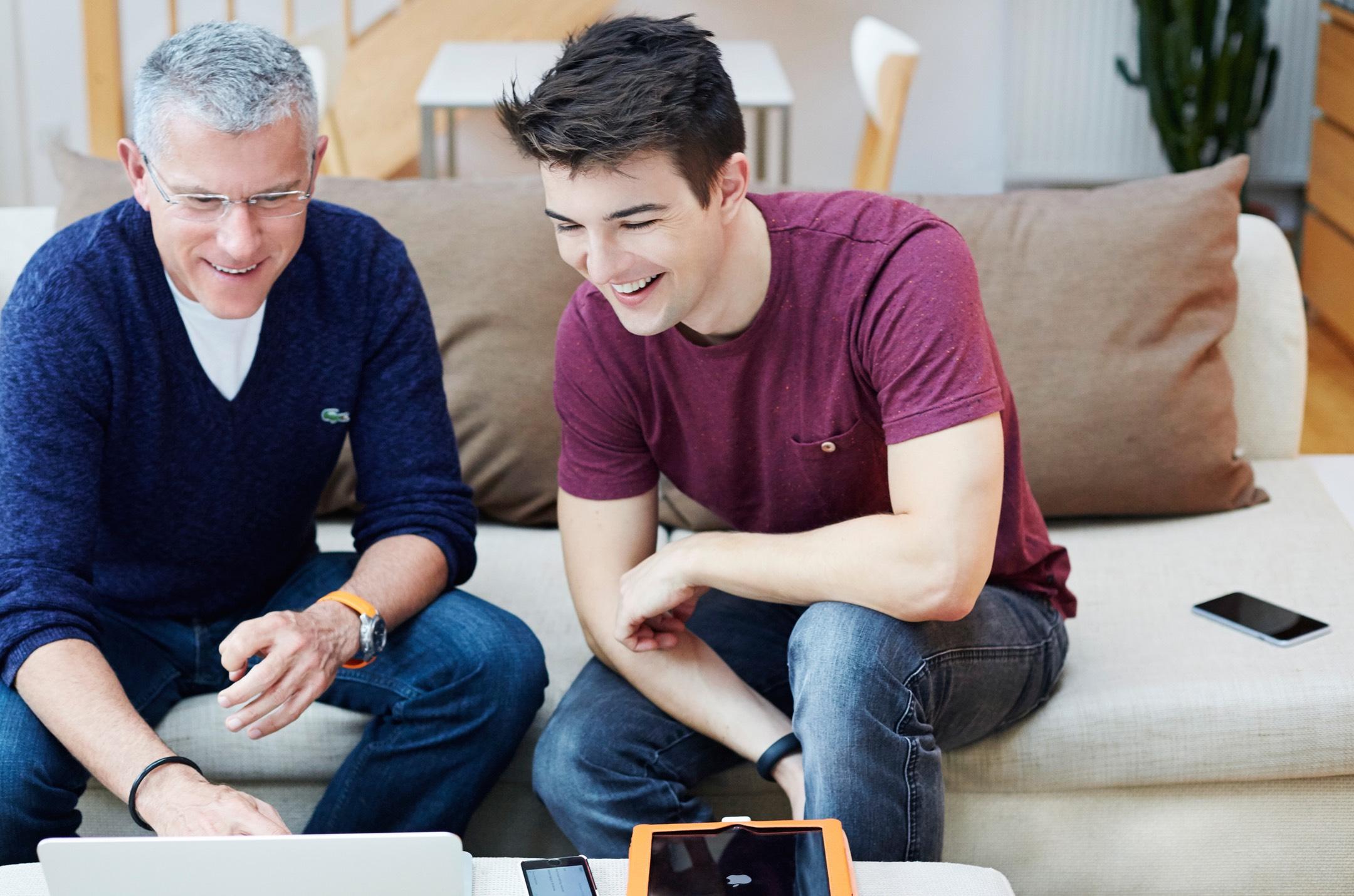 JOCR - Bei Deinen Problemen mit allen Geräten rund um Mac und iPhone stehen wir tatkräftig zur Seite. Von der einfachen Fragestellung und Betreuung am Telefon bis hin zum vor Ort Support greift JOCR unter die Arme und löst Probleme effizient und nachhaltig. Verlass Dich drauf!