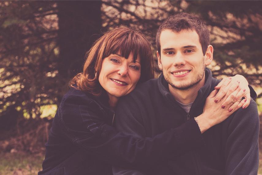 Photo mère et fils à l'extérieur