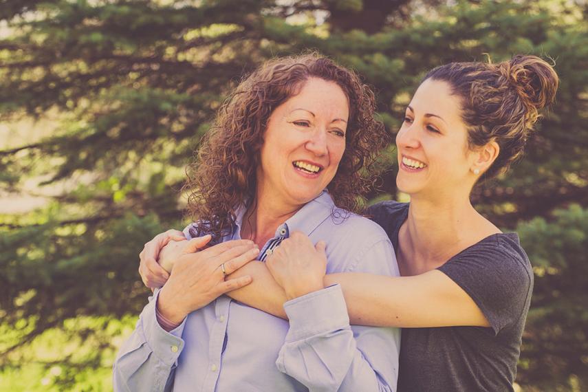 Photo mère et fille à l'extérieur