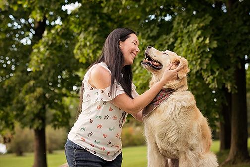 Photo chien âge golden avec son humain