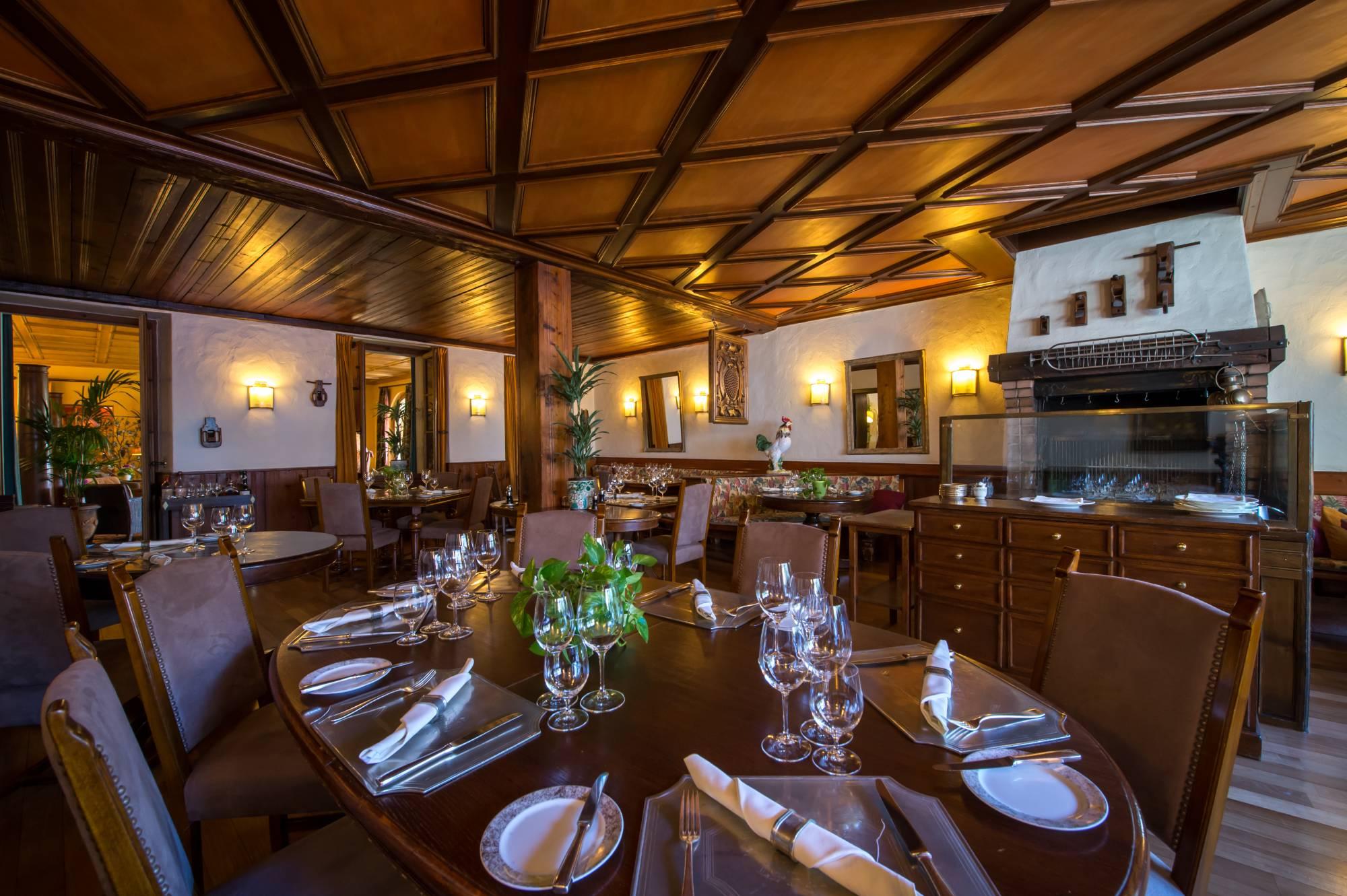 Galerie photo du restaurant et de la broche de l'Auberge du Raisin à Cully