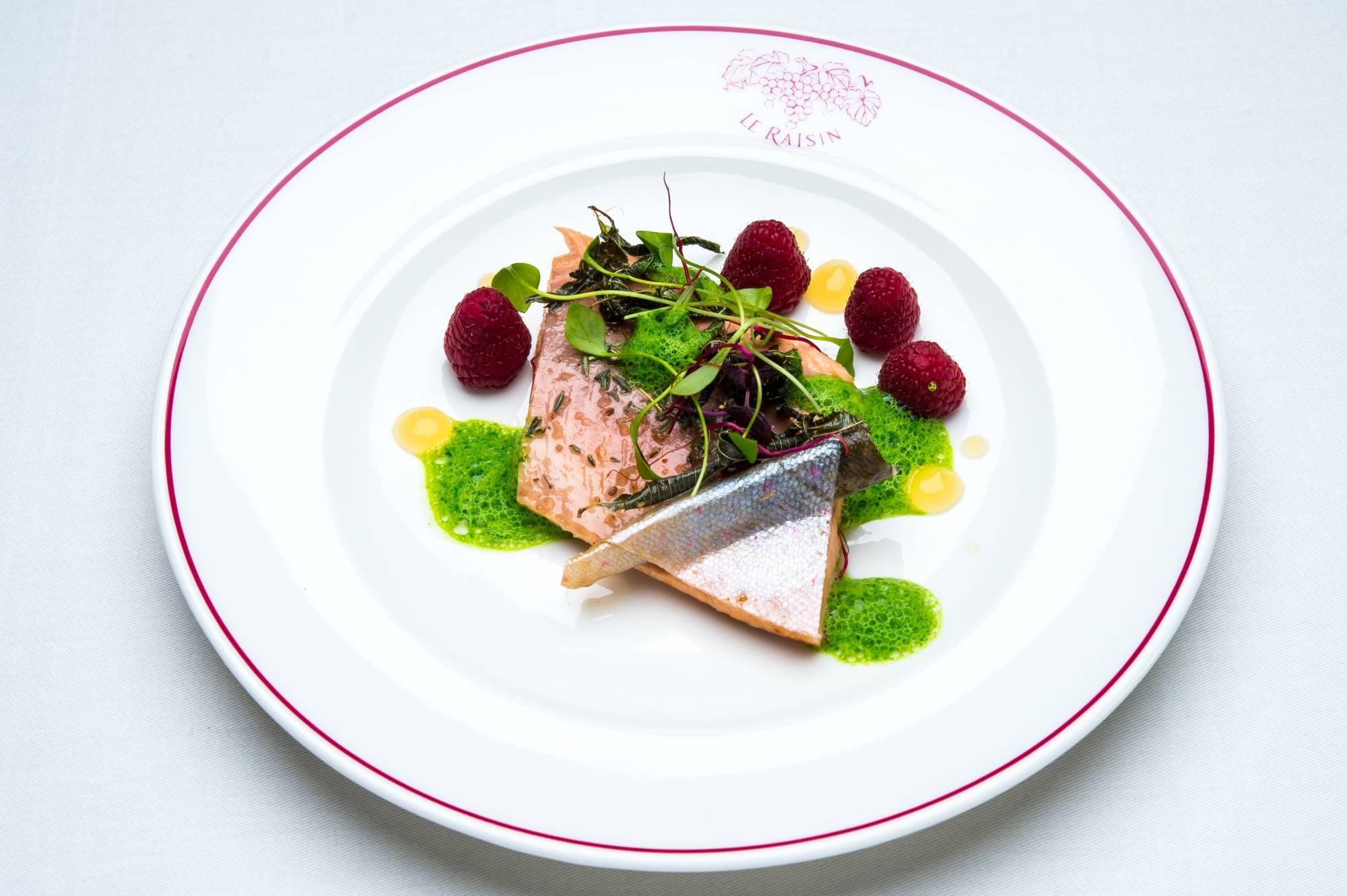 Galerie photo des mets au poisson et des viandes de la broche du restaurant de l'Auberge du Raisin à Cully
