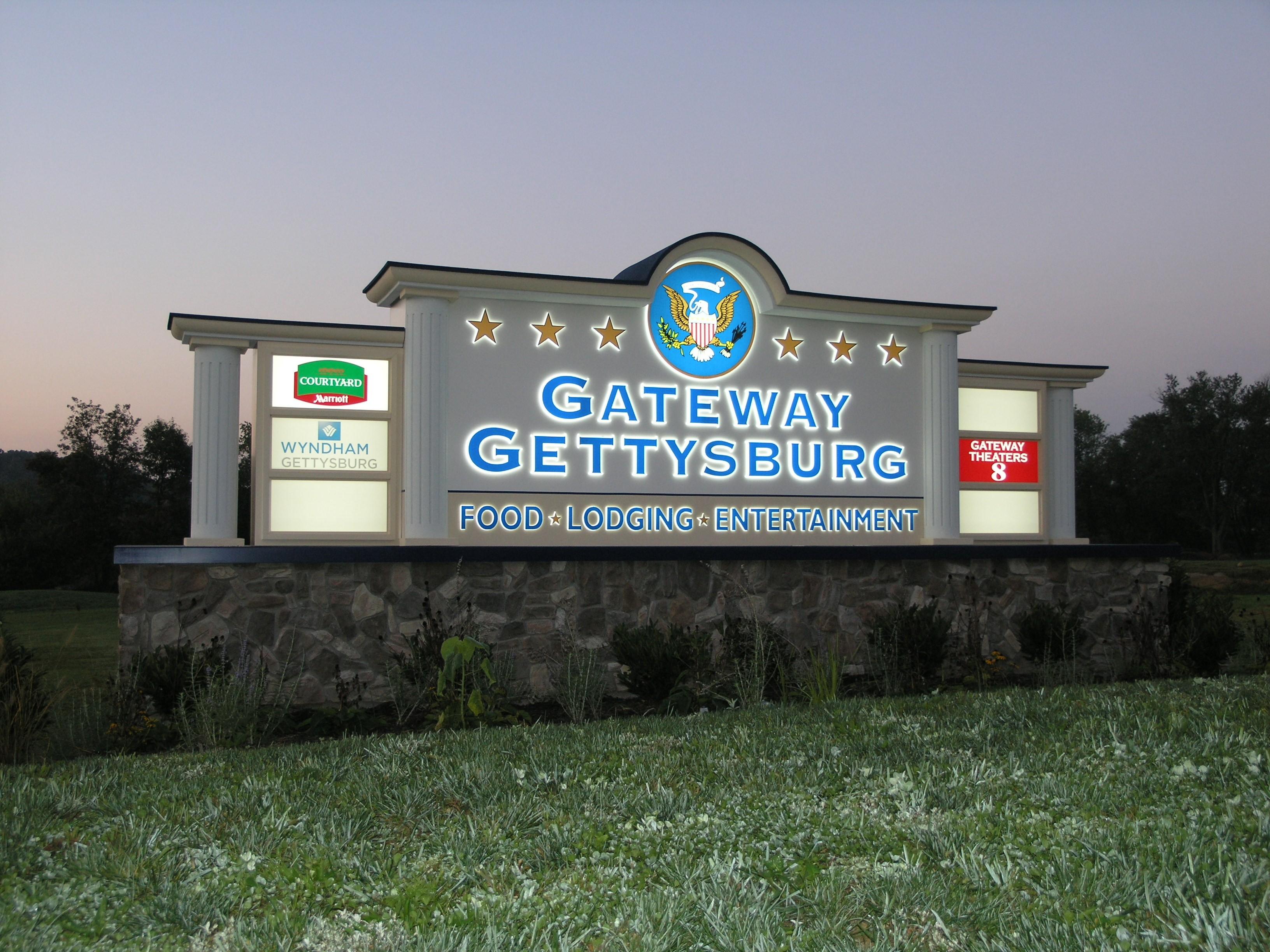 Gettysburg Gateway - Monument _ Illuminated