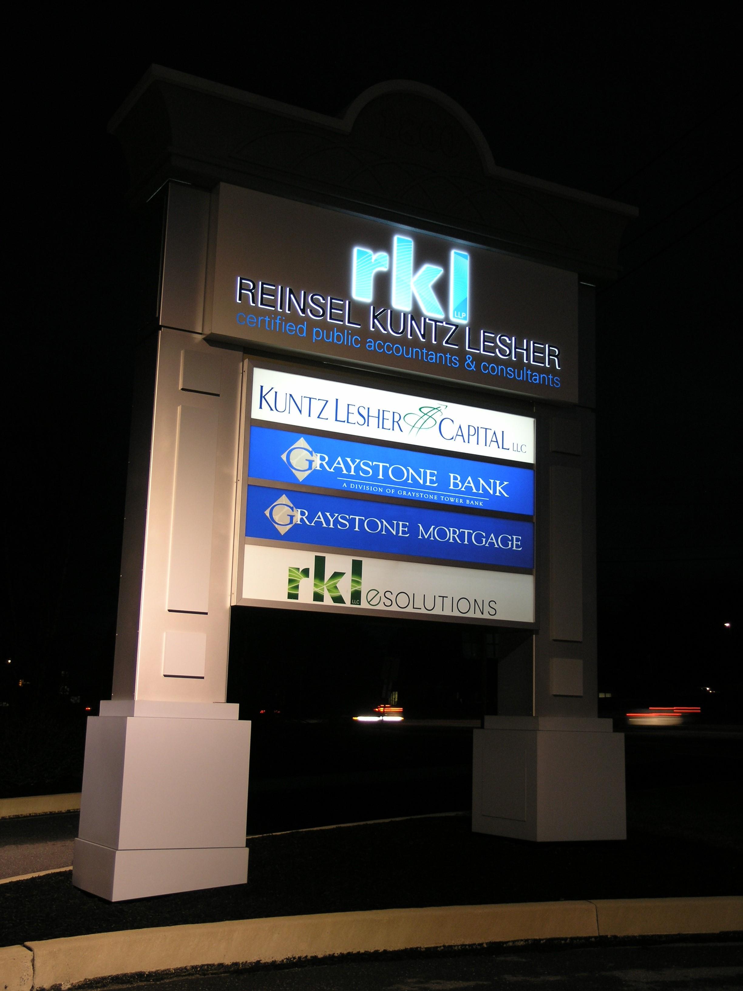 RKL_Night - Pylon