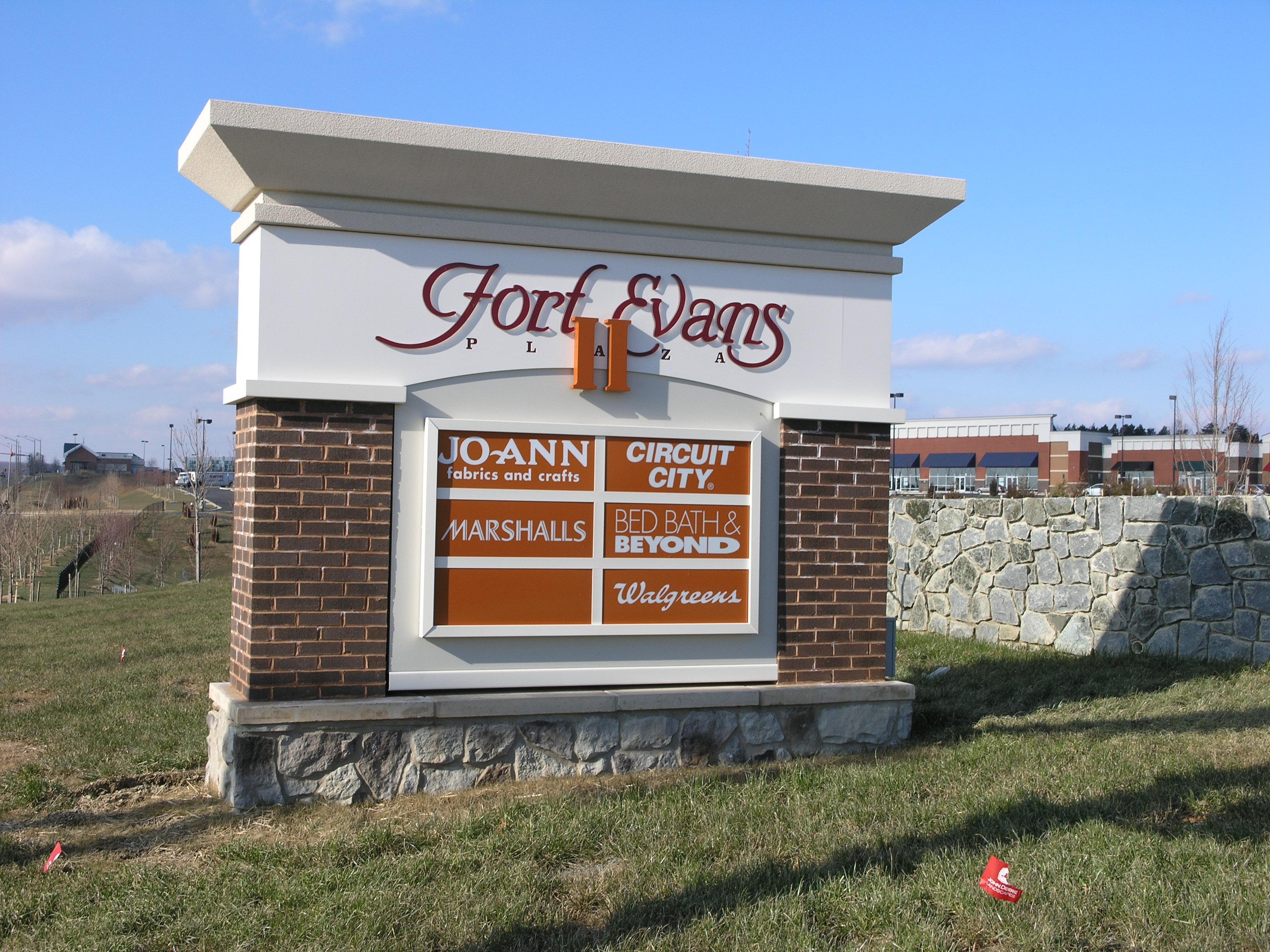 Fort Evans Plaza - Monument