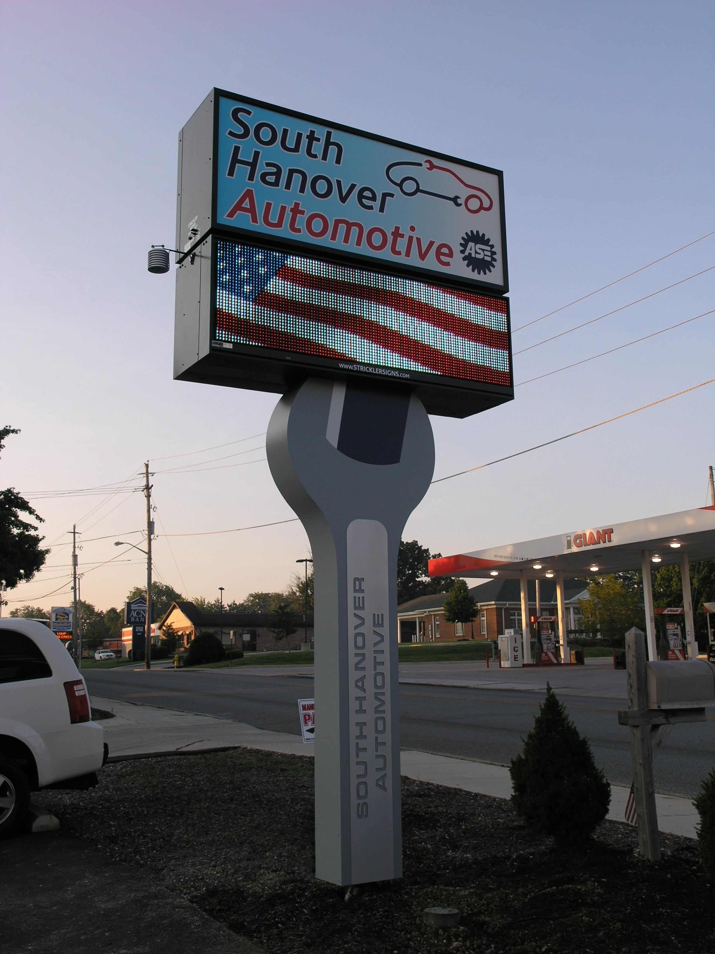 South Hanover Auto - Pylon w Digital Sign