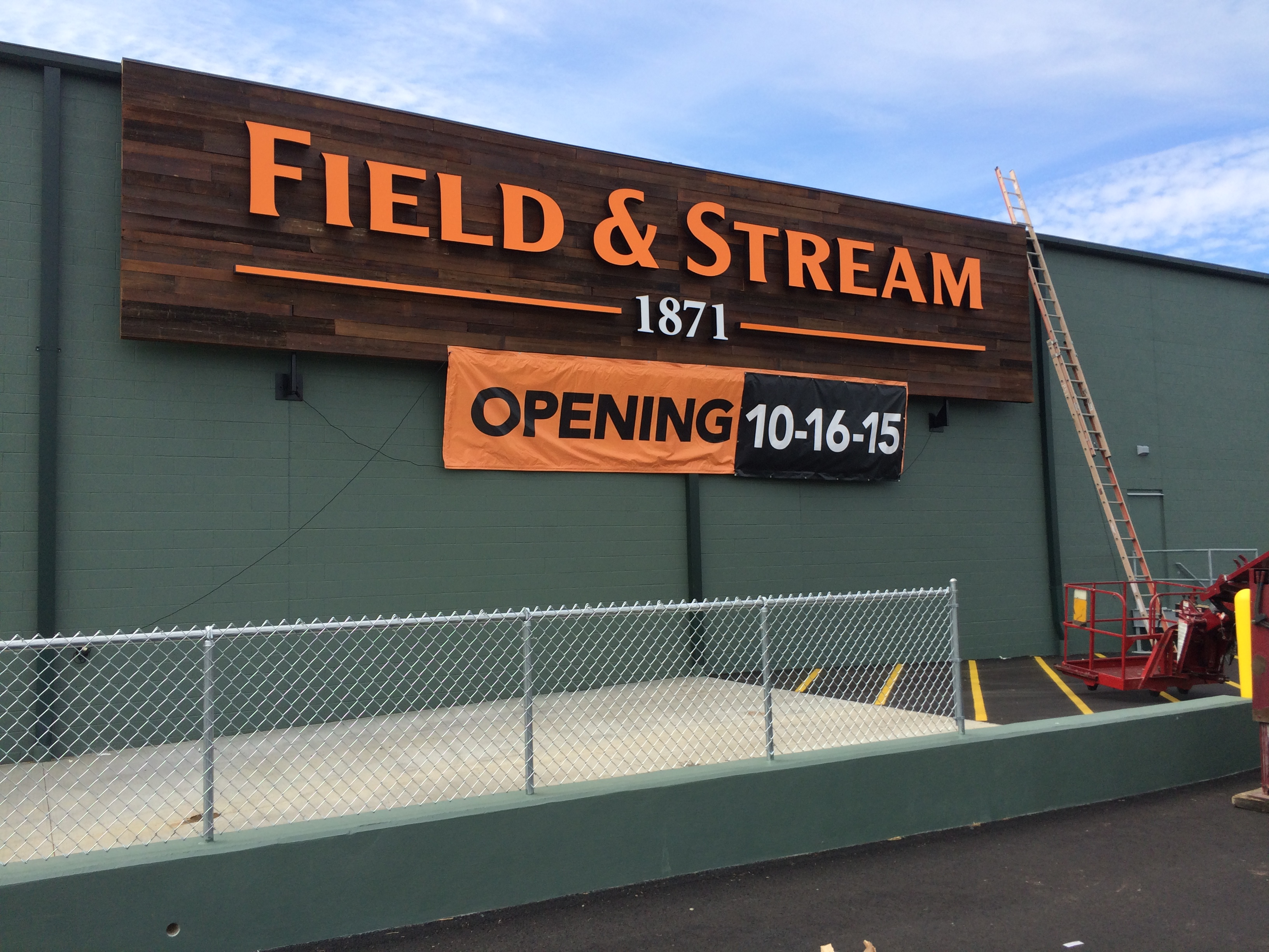 Field & Stream - Channel Letters - Illuminated