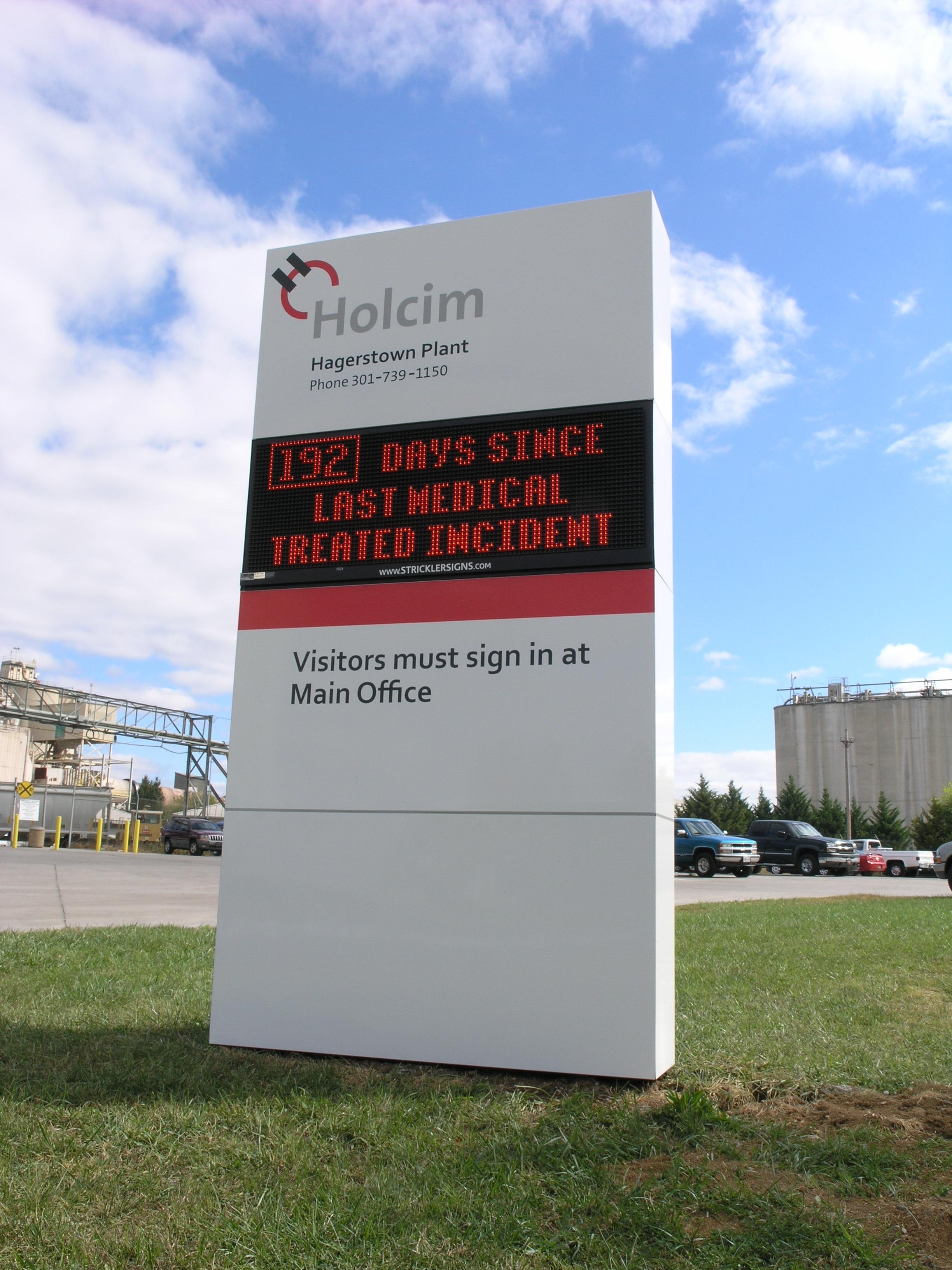 Holcim - Monument w Digital Sign