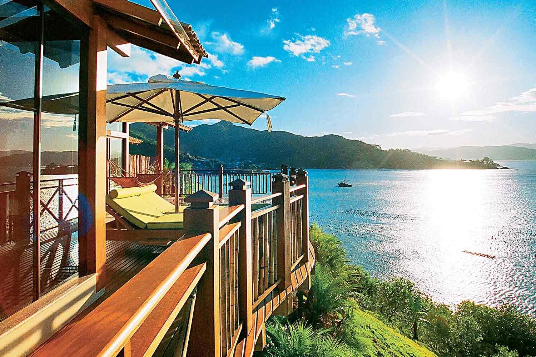 imagem da sacada do resort praia ponta dos ganchos
