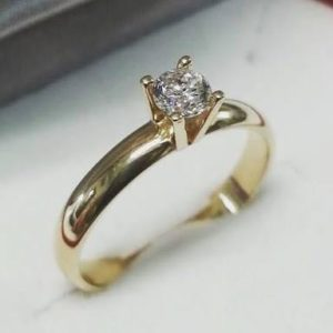 anel de noivado com diamante
