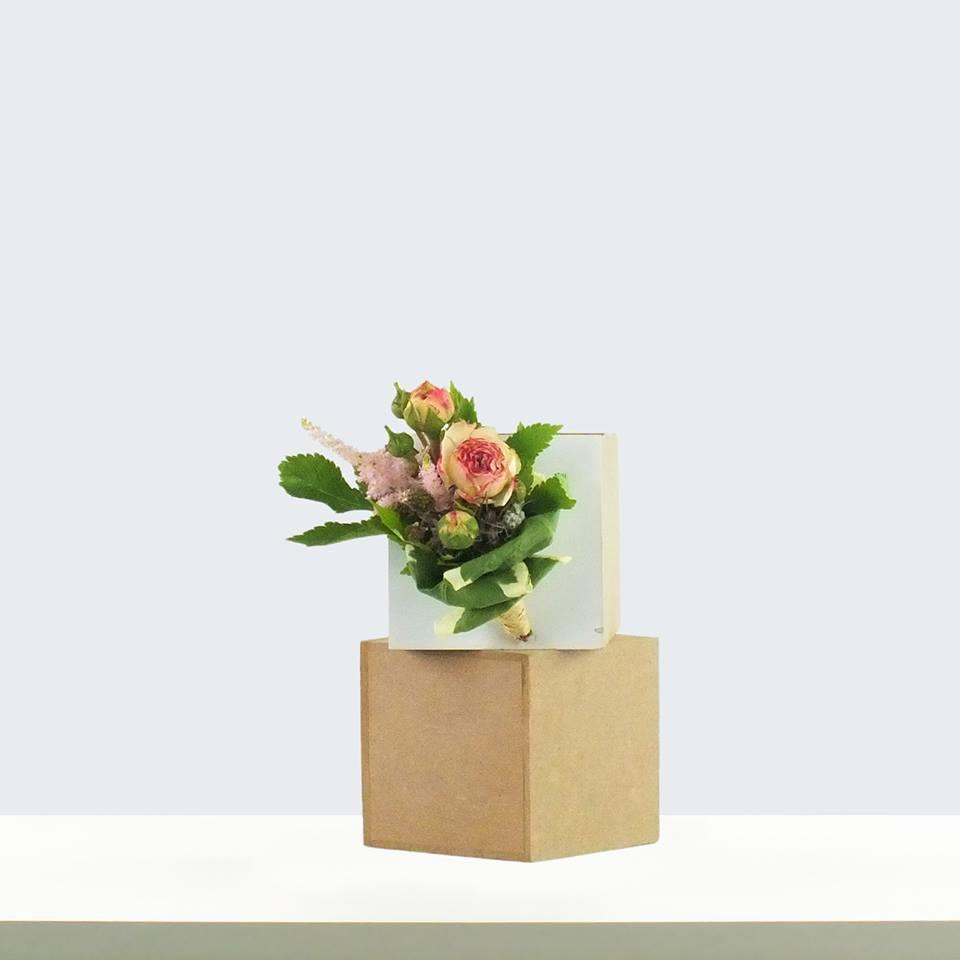 ansteckblume, hochzeitsfloristik, rosen