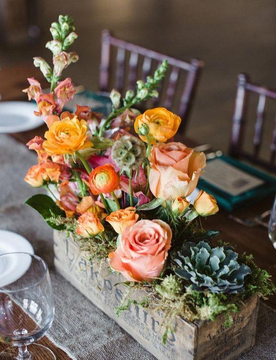 Event Floristik, Tischgesteck Hochzeit Rosen Ranunkeln
