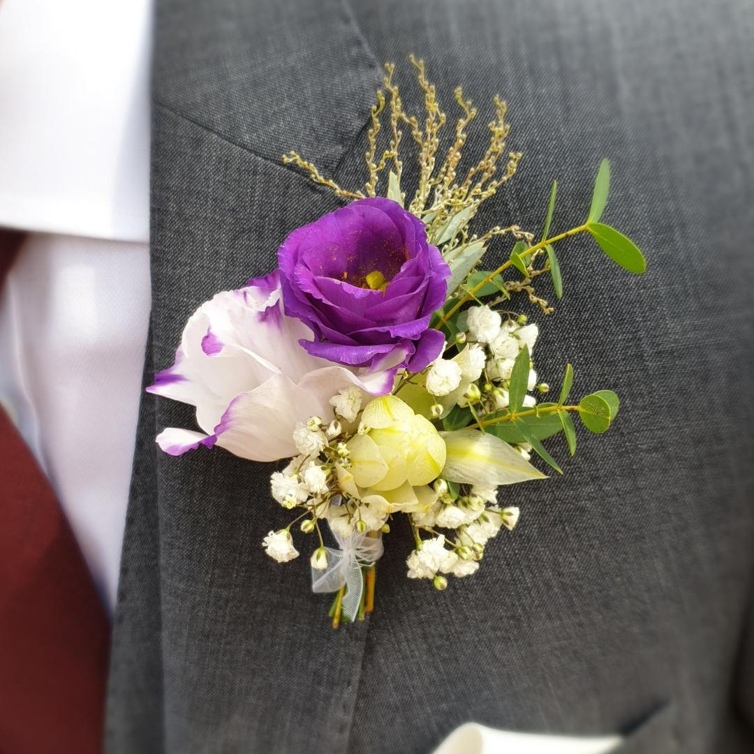 ansteckblume, rosen, hochzeitsfloristik