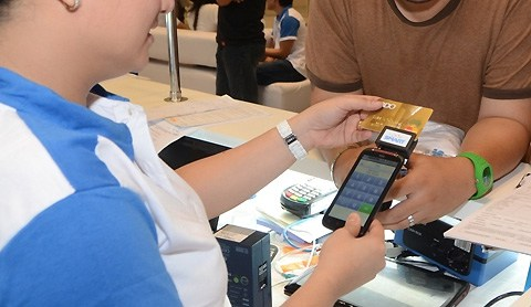 Mobile Card Readers provide a low cost, easy to use option to SMBs